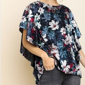 Moving Sale 🥳 New Umgee Navy Velvet Floral Top